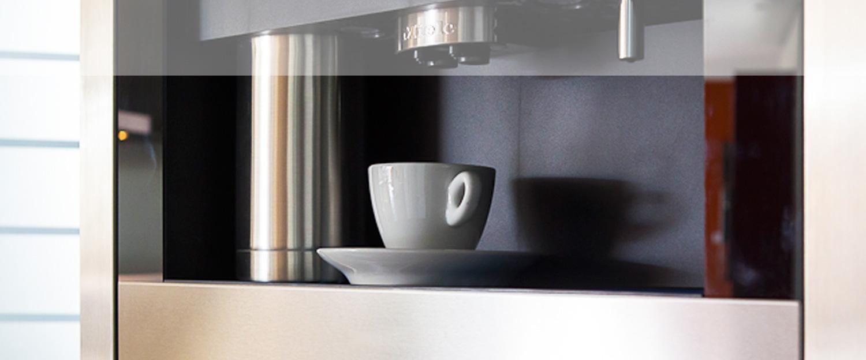 Kaffeeautomat der mobilen Küche neoculina von Wohnwert Innenarchitektur