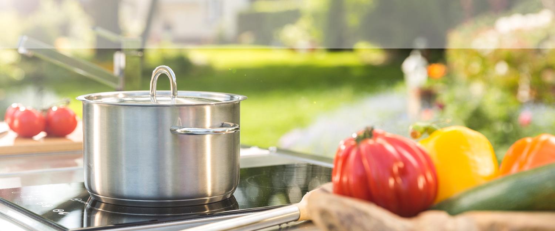 Der Herd der mobilen Outdoor-Küche Neoculina von Wohnwert Innenarchitektur